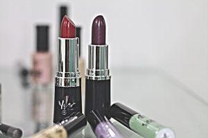 lipstick-388385_640